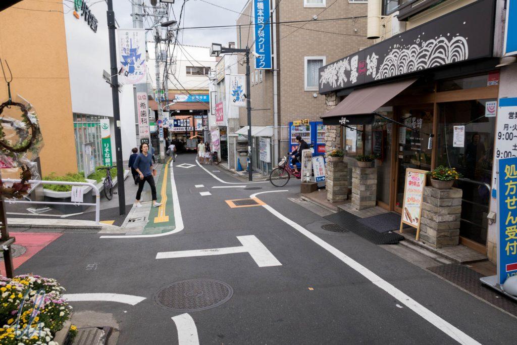 In Tokyo sind die Strassen abseits der Hauptstraßen meistens schmal