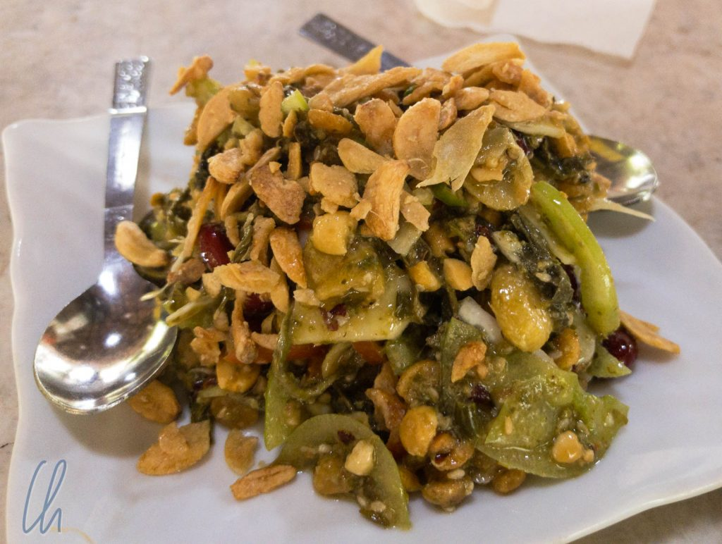 Knuspriger Teeblättersalat