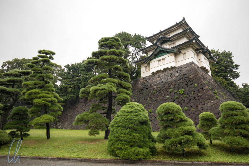 Fujimi-yagura auf der Mauer des Kaiserpalasts