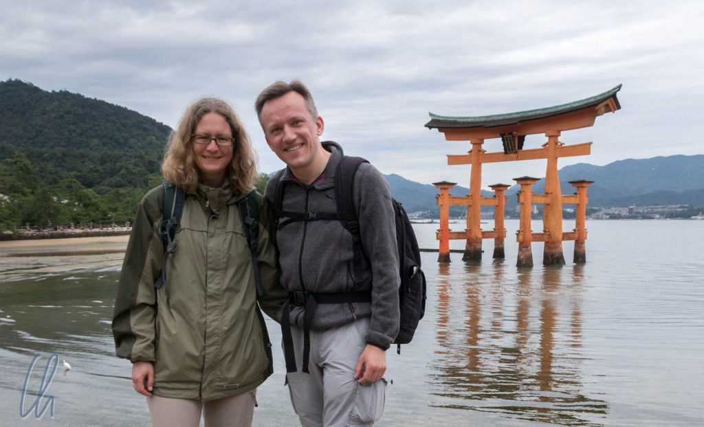 Das berühmte Torii des Itsukushima-jinja auf der Insel Miyajima