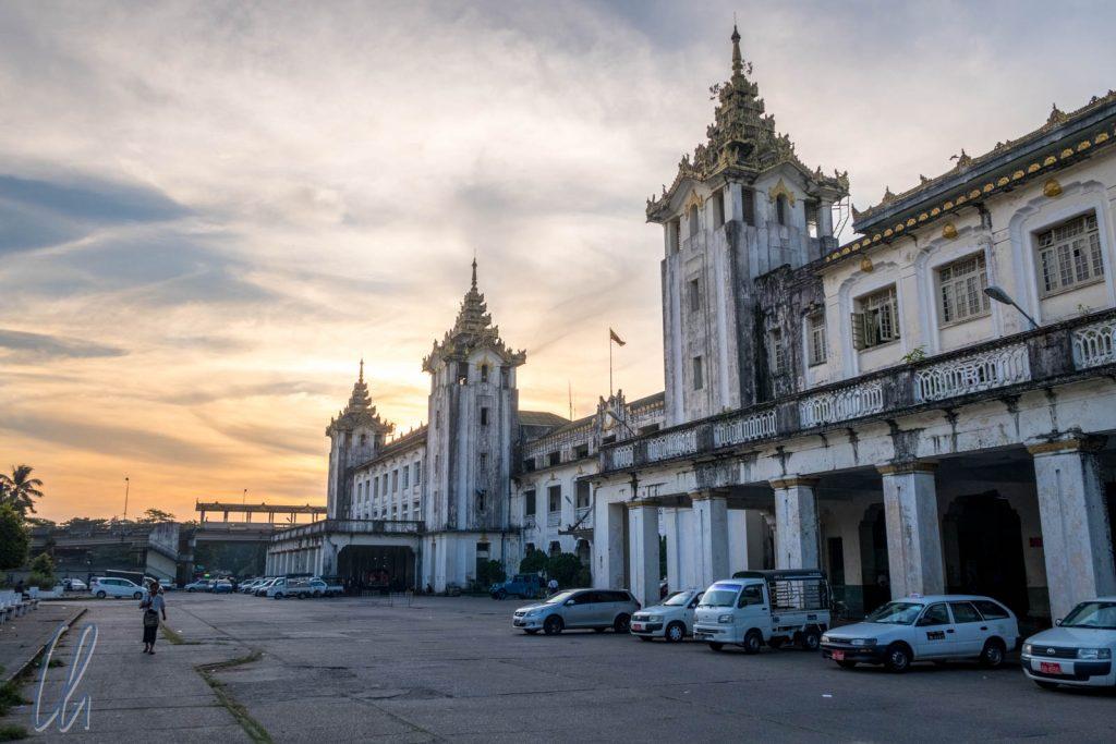 Der koloniale Bahnfof in Yangon
