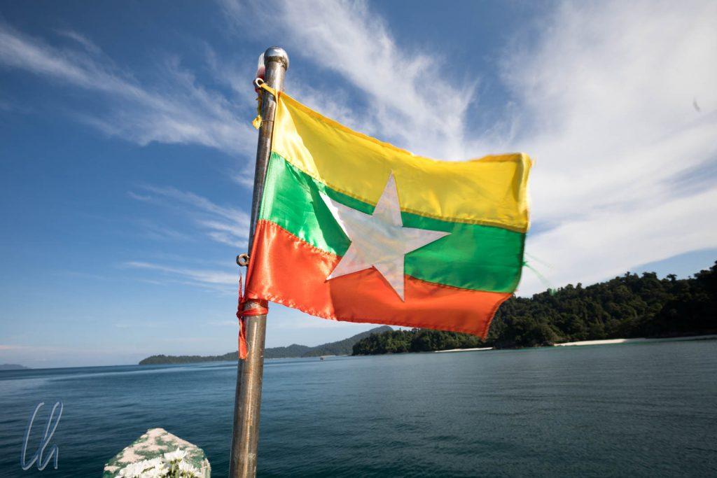 Wir fahren natürlich unter der Flagge von Myanmar