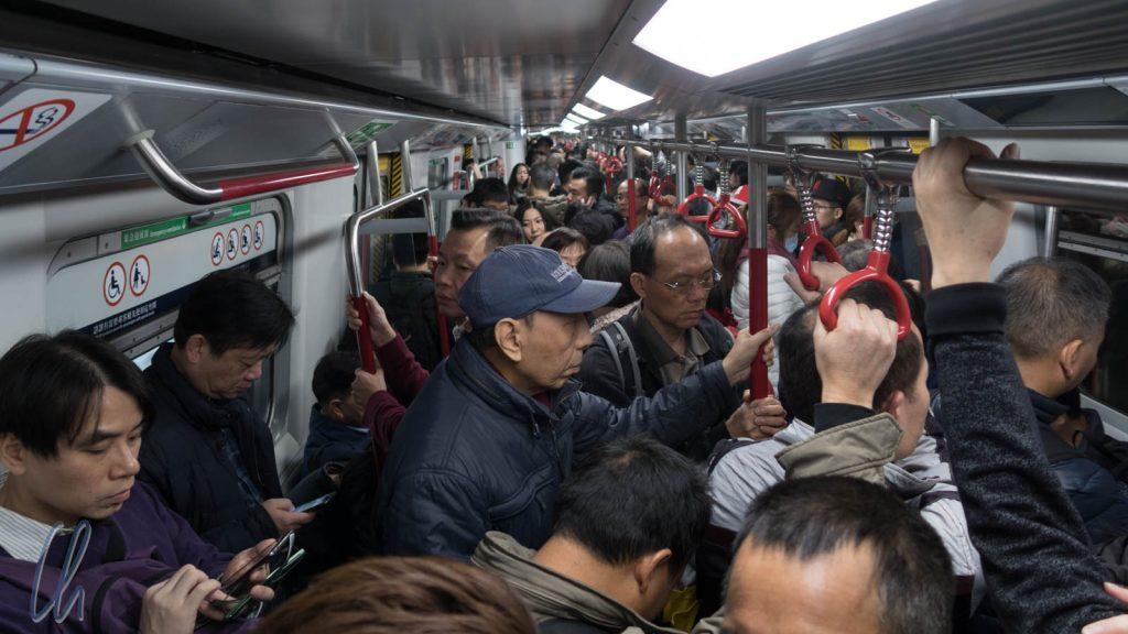 Die Hongkonger U-Bahn zur Rush Hour