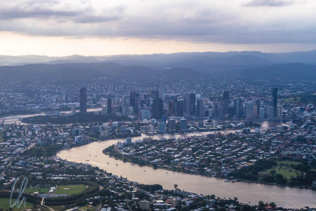 Im Anflug auf Brizzy: Skyline und der Brisbane River
