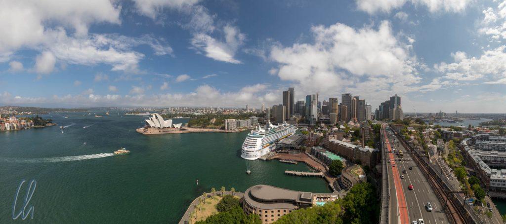 Sydney-Panorama, aufgenommen vom Pylon Lookout auf der Harbor Bridge