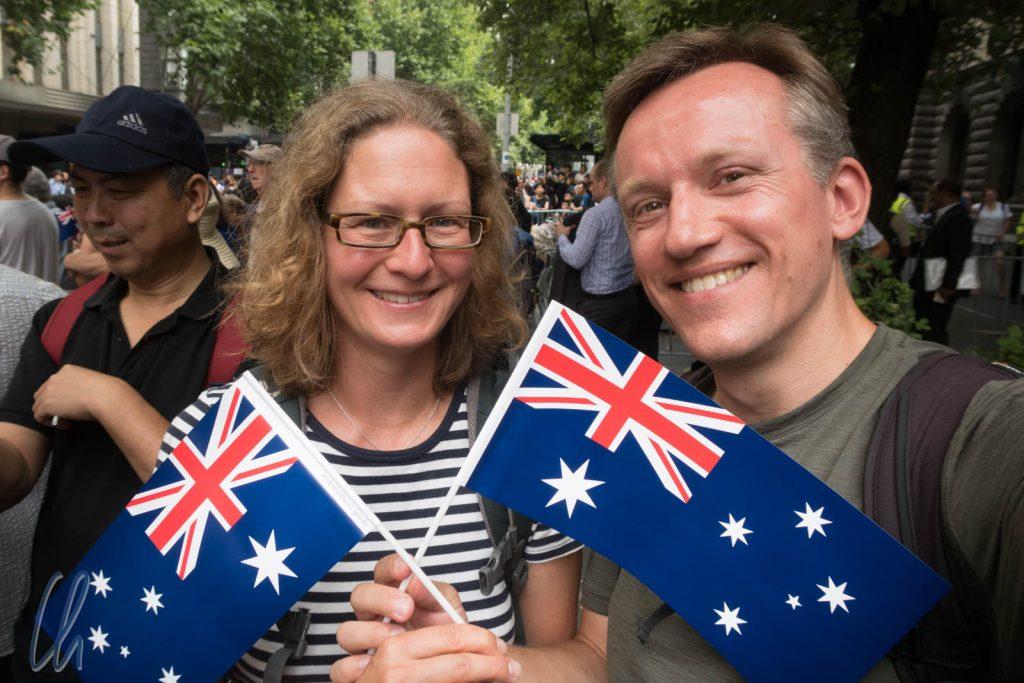 Am Australia Day wurden Fähnchen zur Parade ausgeteilt