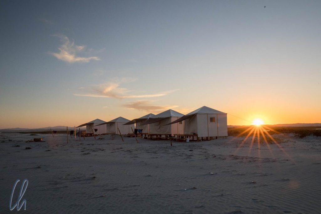 Das Whale Camp bei Sonnenuntergang