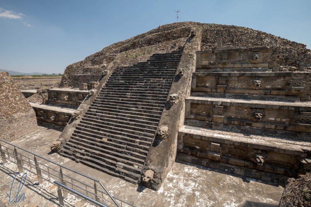 Tempel von Qutzalcoátl in Süden von Teotihuacán