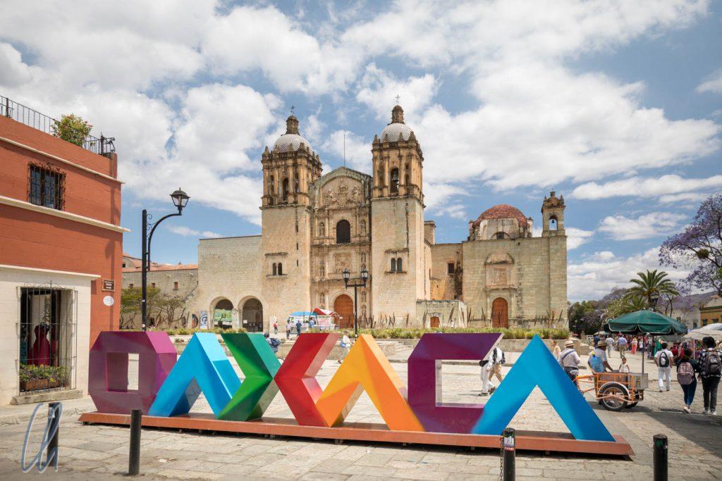 Willkommen in Oaxaca! Im Hintergrund steht die Kirche Santo Domingo de Guzmán.