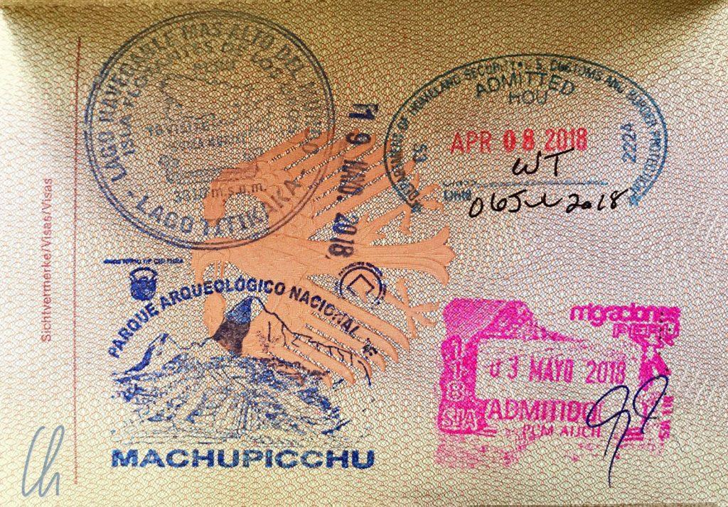 Willkommen in Peru! Den Einreisestempel (unten rechts in pink) erhielten wir ohne auch nur ein einziges Formular auszufüllen.
