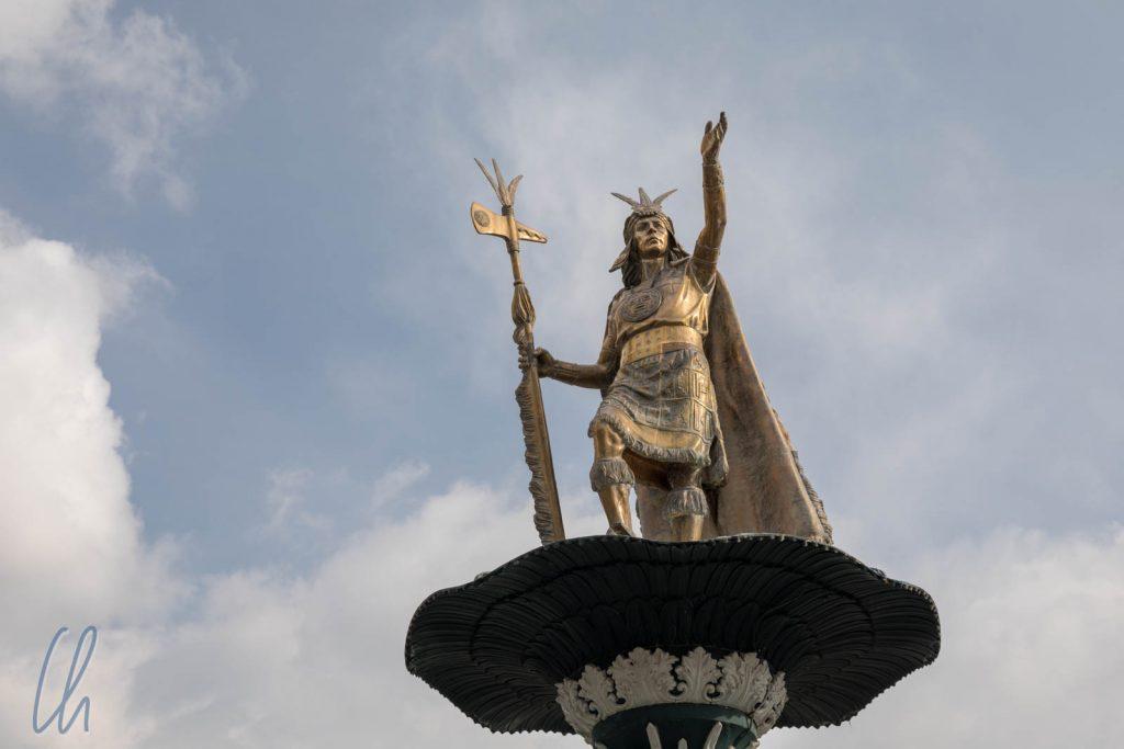 Der Inka-König Atahualpa auf dem Plaze de Armas