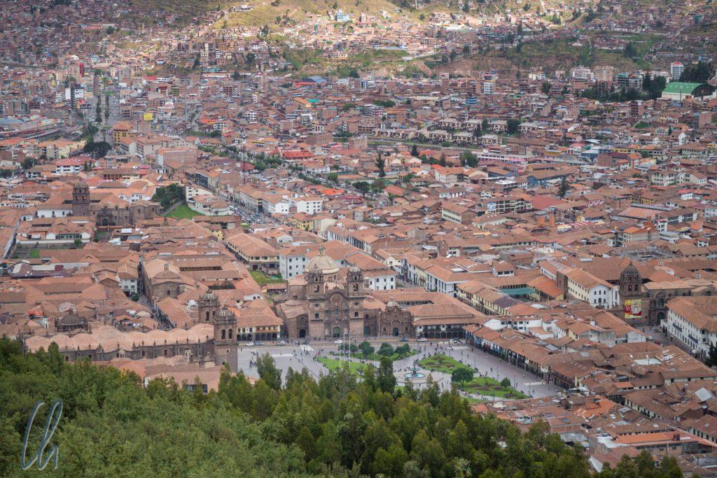 Blick über Cuzco. Im Vordergrund ist der Plaza de Armas.