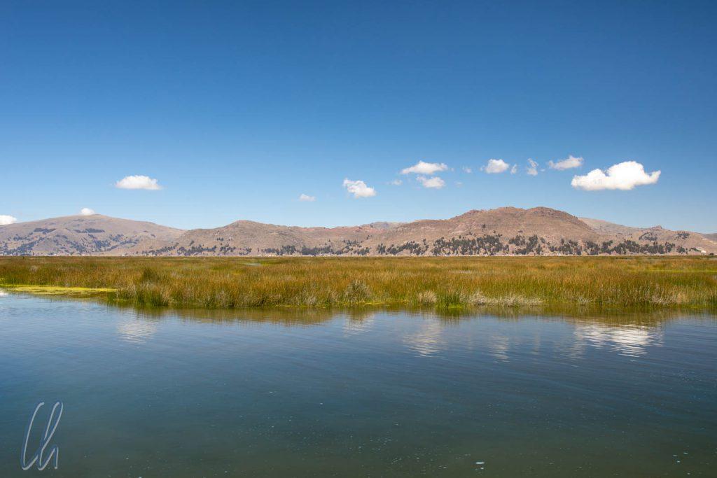 Der Titicacasee, der größte See in Südamerika und der höchste schiffbare See der Welt