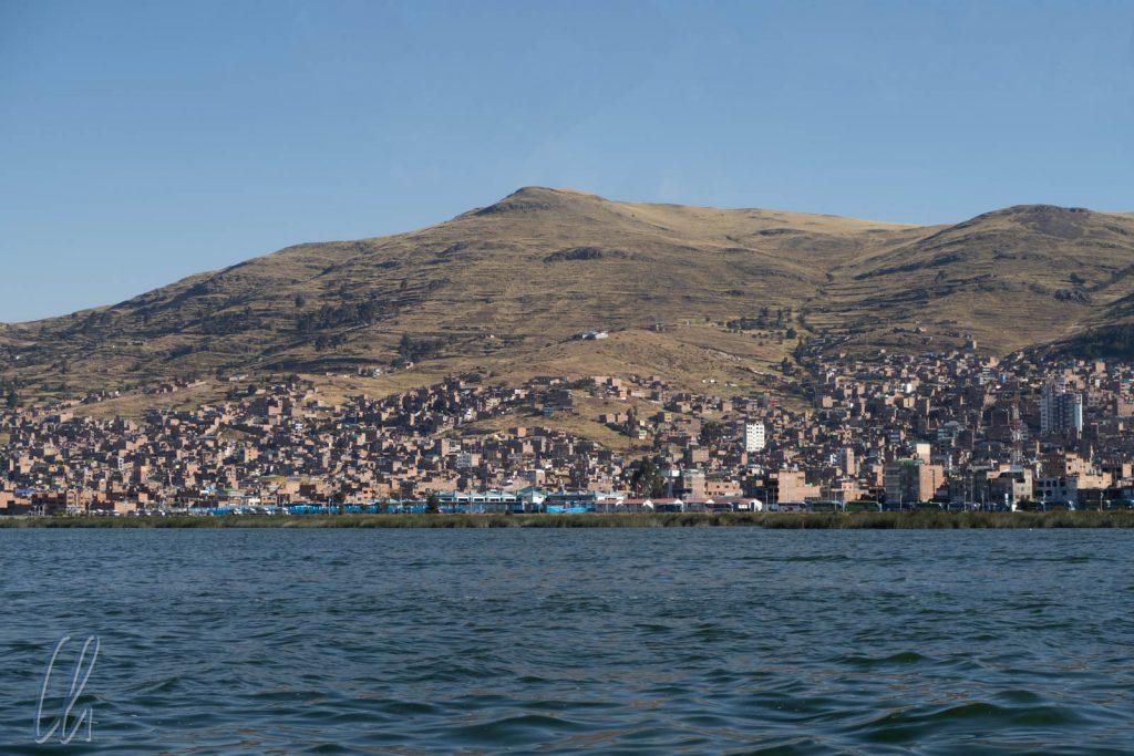 Blick auf Puno vom Wasser aus