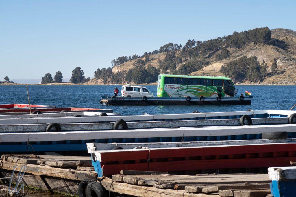 Unser Bus auf einer der zahlreichen Auto-Fähren