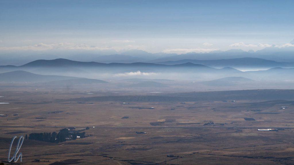 Den Stau hatten wir umgangen. Landschaftsaufnahme auf dem Weg nach Tiwanaku