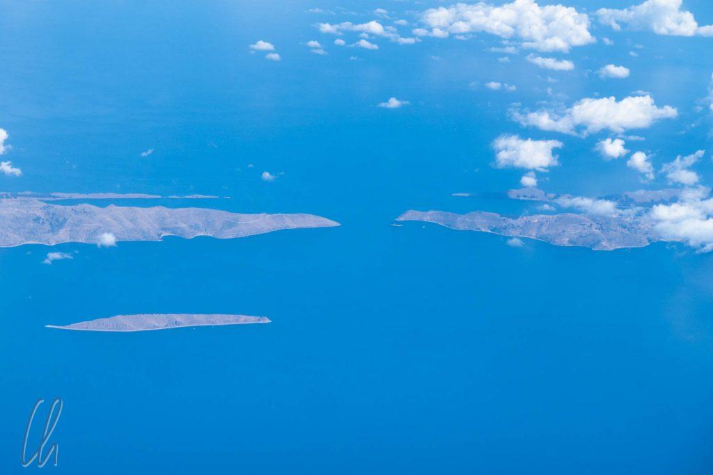 Blick aus der Vogelperspektive: Die Isla de la Luna (unten links) und die Isla del Sol (auf der rechten Seite)