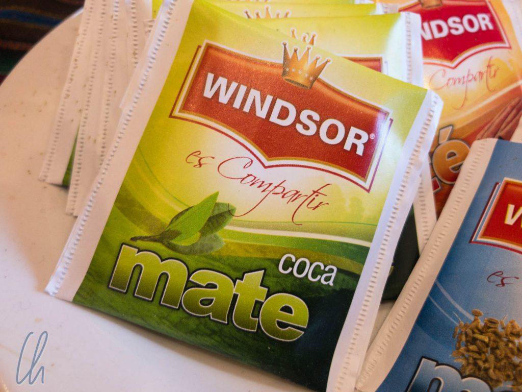 Cocatee gab es in jedem Hotel, als Beutel oder mit ganzen Blättern.