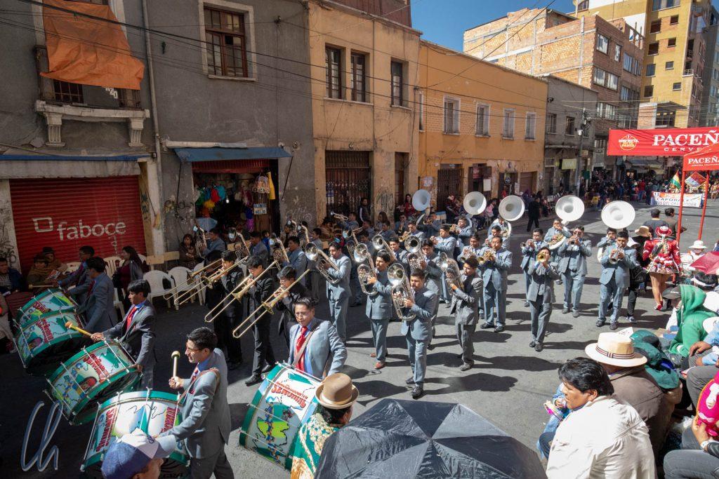 El Gran Poder begrüßte uns mit fulminanter Blasmusik
