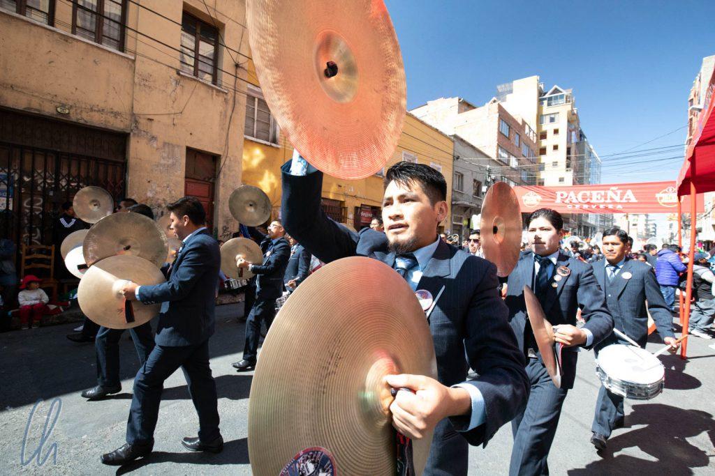 Den Rhythmus gaben Trommel oder solche wohldimensionierten Becken an.