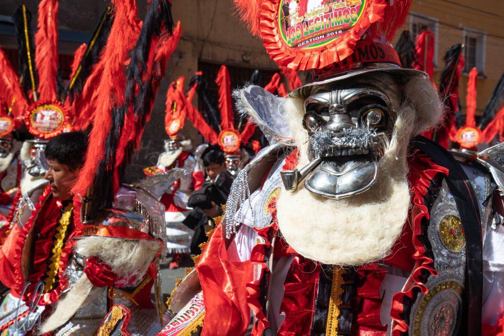 Diese Morenada-Kostüme stellen Sklaven aus den Minen von Potosí dar.