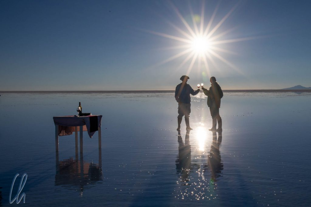 Nobel geht die Sonne unter: Sundowner auf dem Salar de Uyuni