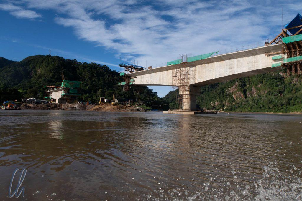 Eines der Infrastrukturprojekte zur Erschließung des Regenwaldes