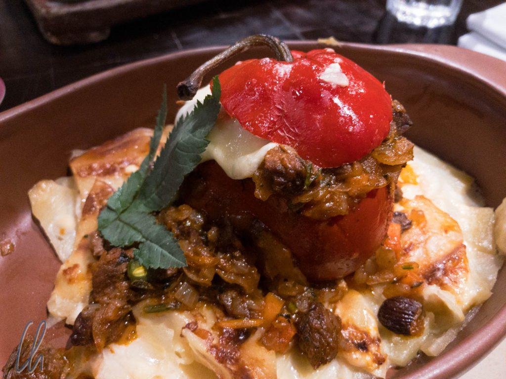 Rocoto Relleno: Gefüllte Paprika mit Rind und Käse gefüllt