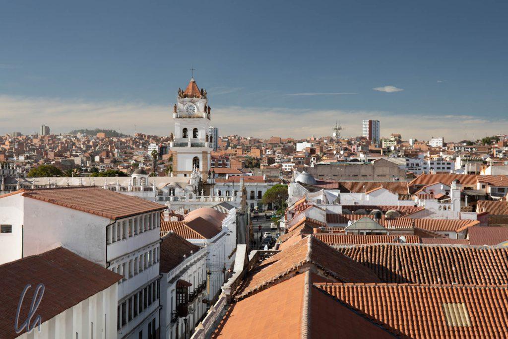 Blick über Sucre, die weiße Stadt, vom Dach des Templo de la Merced