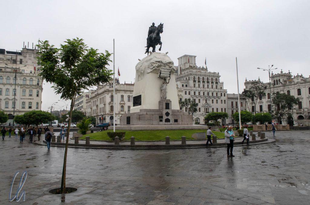 Lima, die trockenste Hauptstadt der Welt, empfing uns mit Nieselregen.