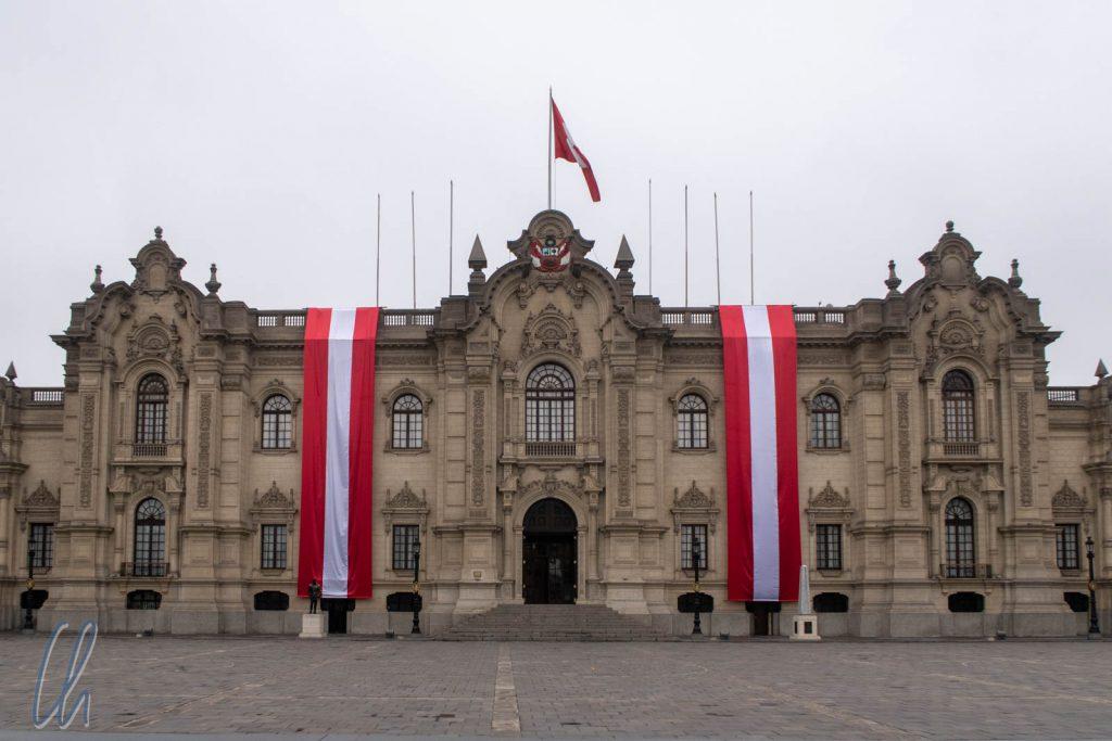 Lima, die Perus Hauptstadt, haben wir uns bis ganz zum Schluss aufgehoben. Hier, der Präsidentenpalast am Plaza de Armas.q