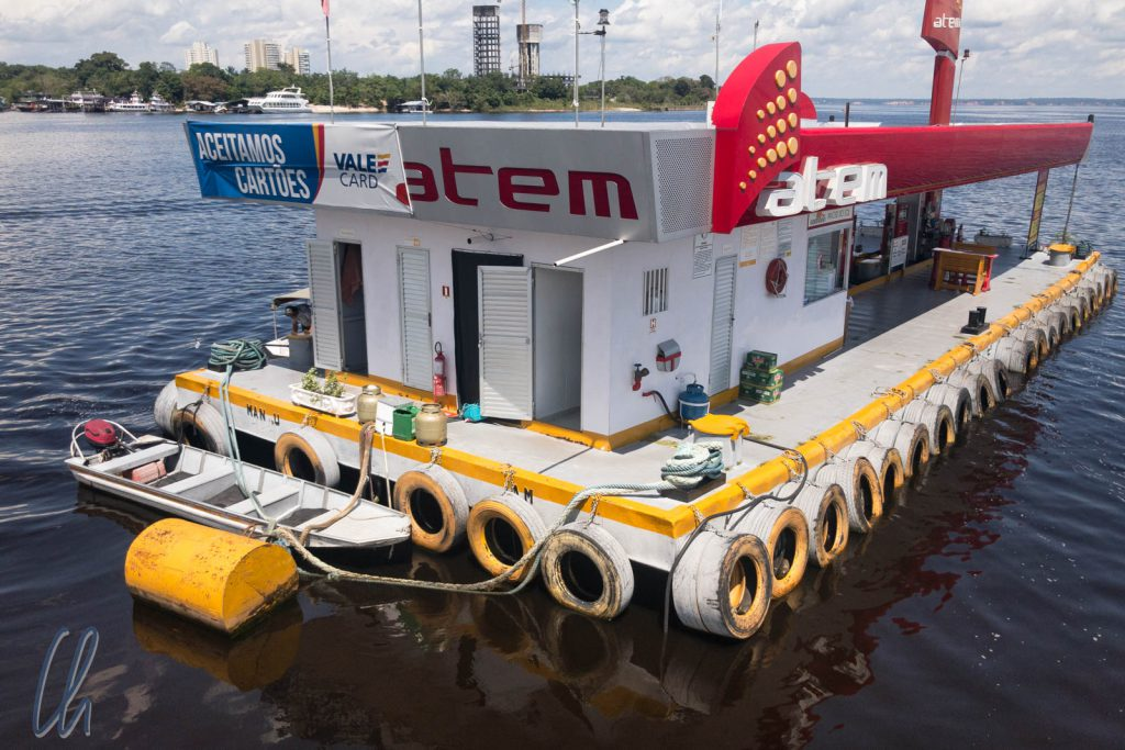 Eine schwimmende Tankstelle