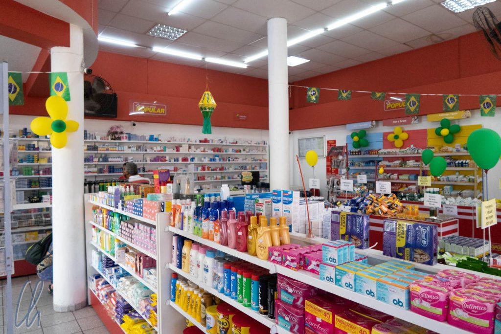 Die Apotheken sahen sehr modern aus. Sie glänzten mit langen Öffnungszeiten und waren auch kleine Mini-Märkte, die allerdings eher Cola als Wasser verkauften ;)