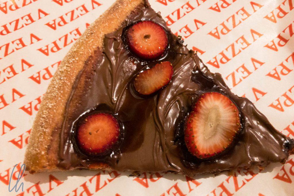 Schoko-Pizza mit Erdbeeren