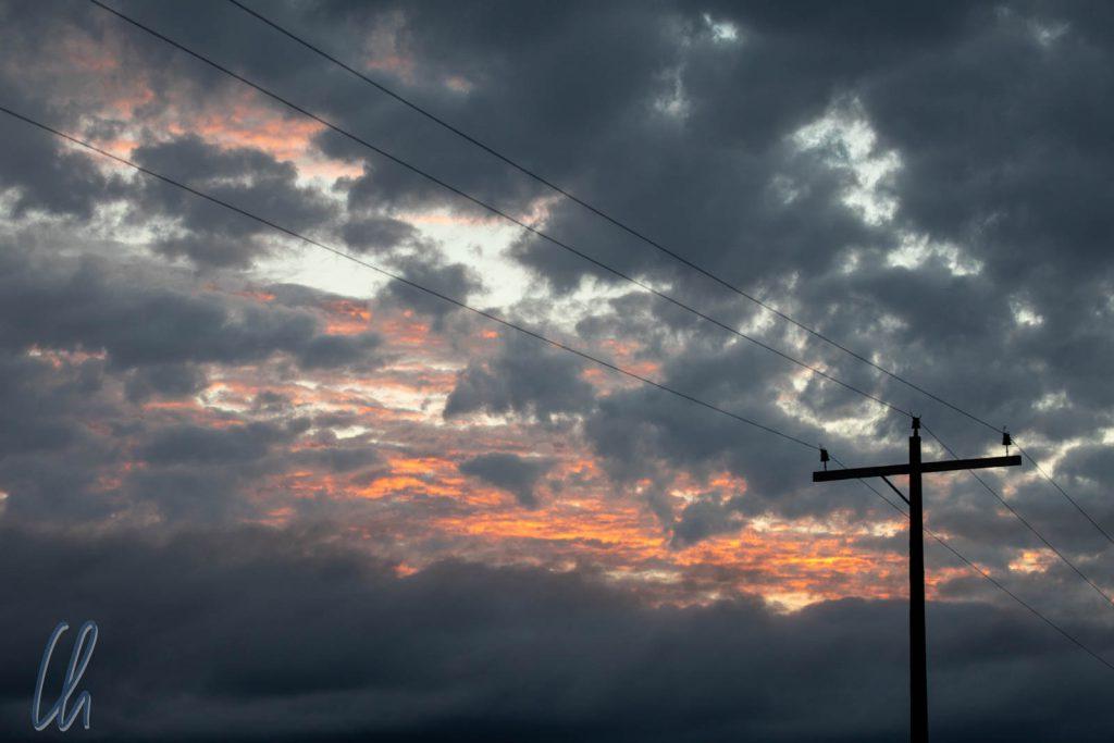 Dunkle Wolken, Nieselregen und trotzdem noch etwas Sonnenuntergang