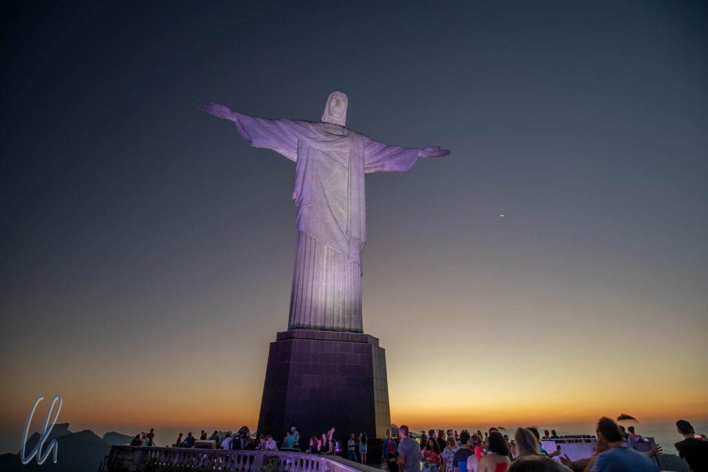 Der Christo lässt sein Angesicht über Rio leuchten.