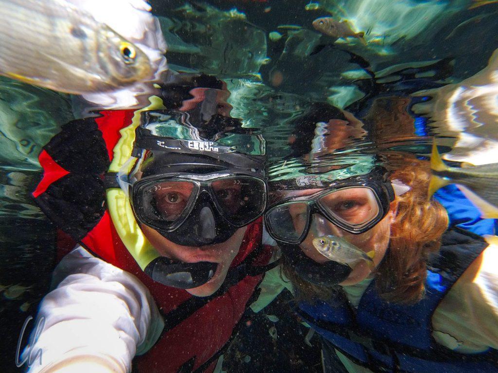 Unterwasser-Selfie mit Fisch