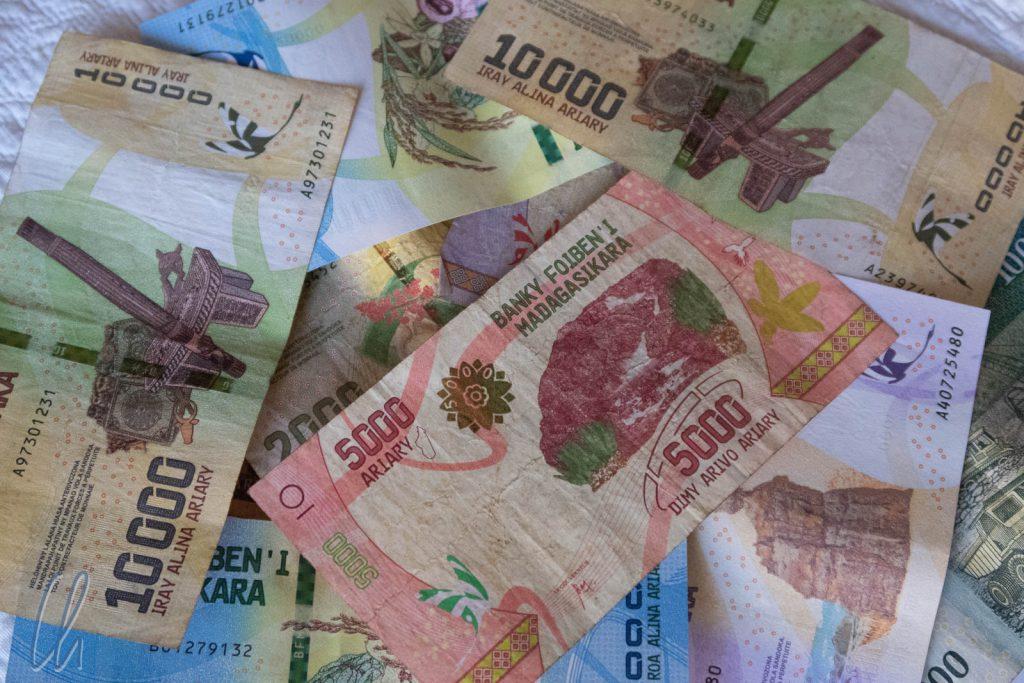 Beim Bezahlen auf Madagaskar mussten wir immer mit großen Summen rechnen.