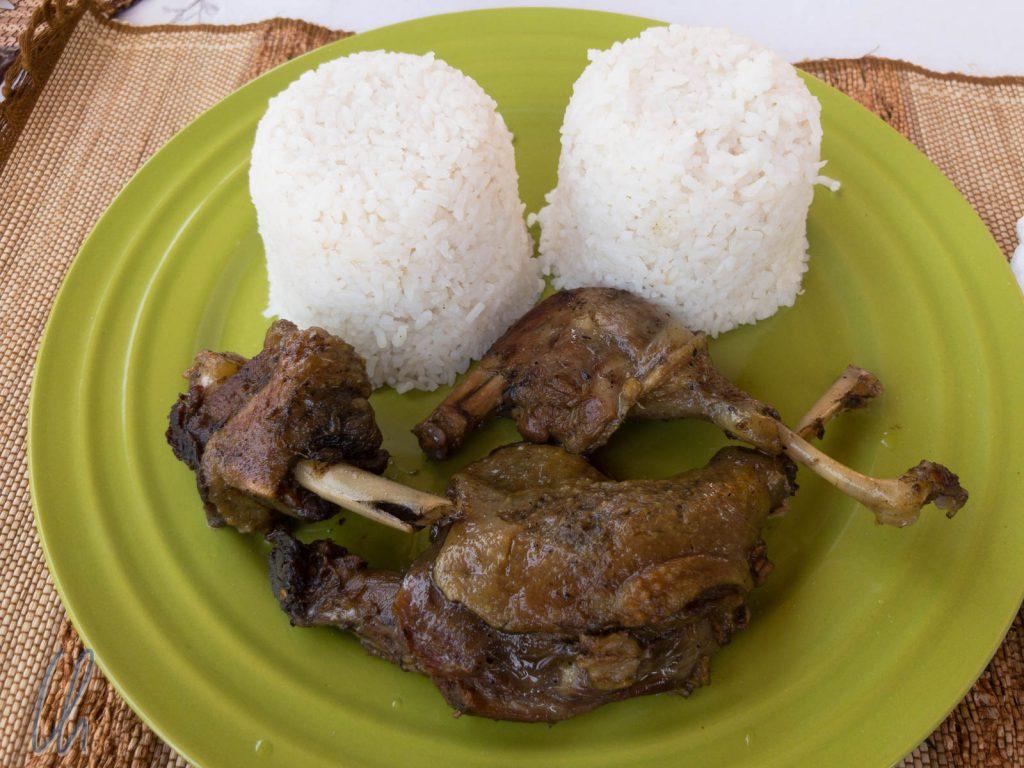 Ein madegassisches Festmahl: Viel Reis und dazu Fleisch