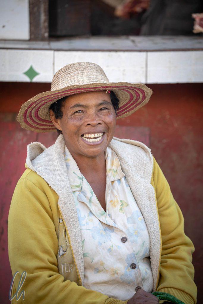 Eine Verkäuferin auf dem Markt in Betafo