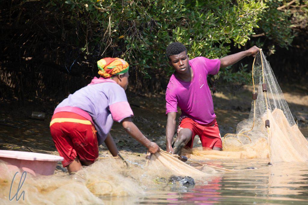 Fischer bei der Arbeit im Chenal de Hellot