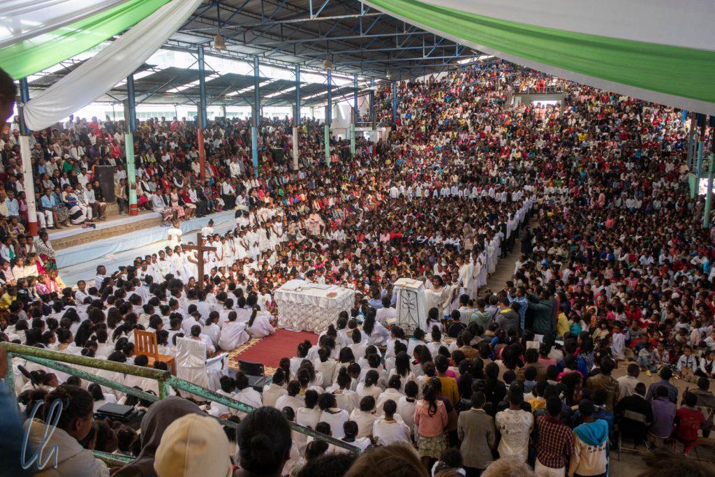 Gottesdienst in der Sporthalle von Akamasoa