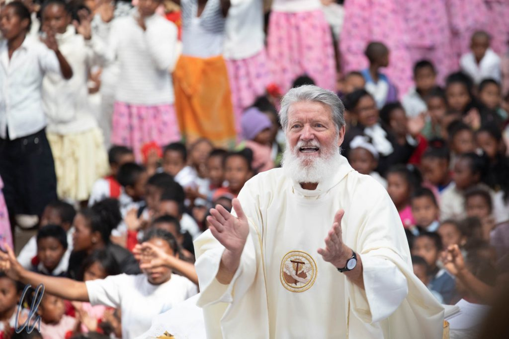 Pater Pedro, Missionar, Priester und Gründer von Akamasoa