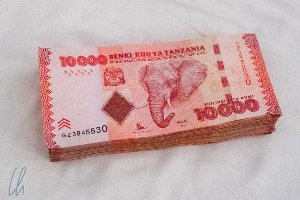 Safari im Geldbeutel: 800.000 Tsh. Ein Elefant tauscht man gegen Waren im Wert von knapp 4 Euro.