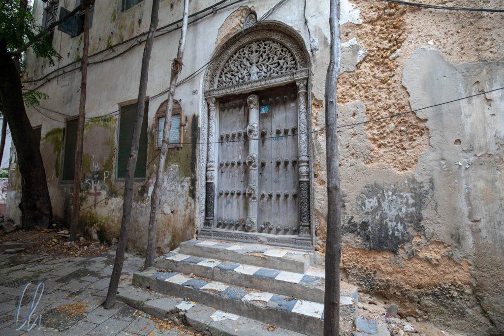 Vergangene Pracht: Der Eingang Tippu Tip's Haus. Tippu Tip war der erfolgreichste Sklavenhändler auf Sansibar.