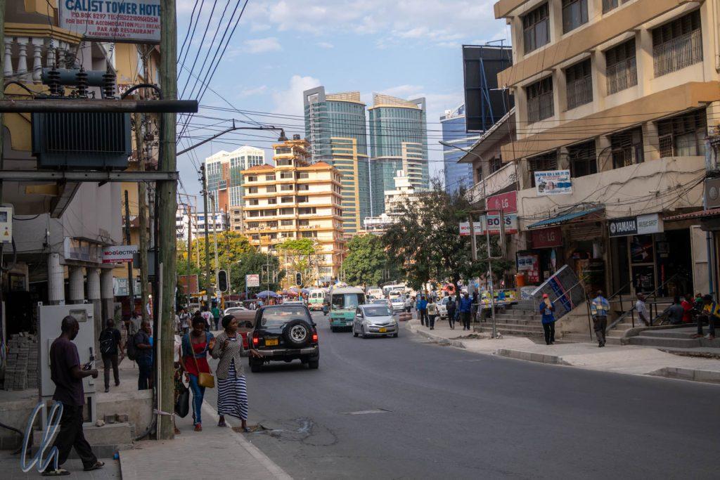 Eine typische Straßenszene aus Dar es Salaam