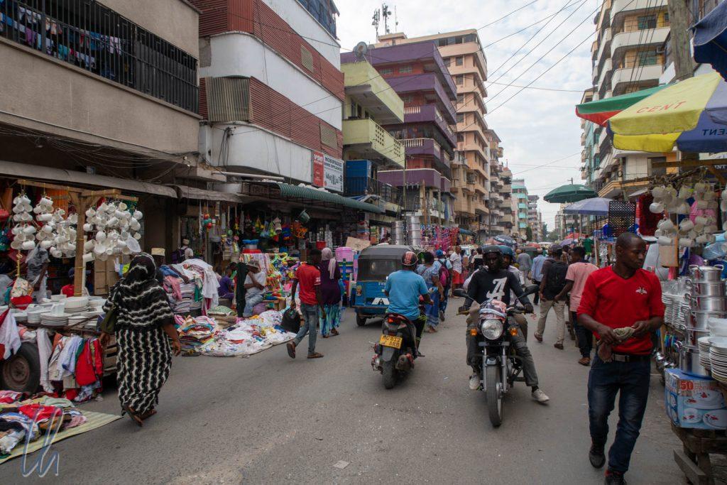 In Kariakoo ist der ganze Stadtteil scheinbar ein Markt.