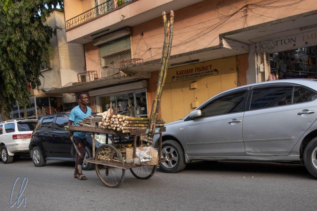 Ein Zuckerrohrverkäufer