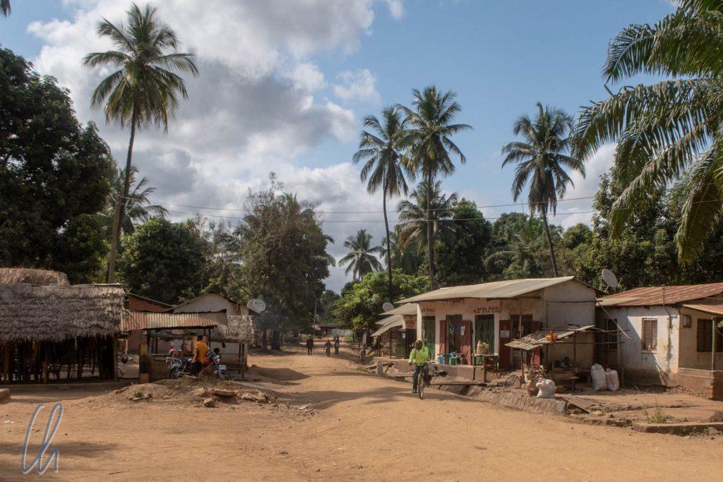 Durchfahrt durch ein Dorf auf dem Weg nach Udzungwa
