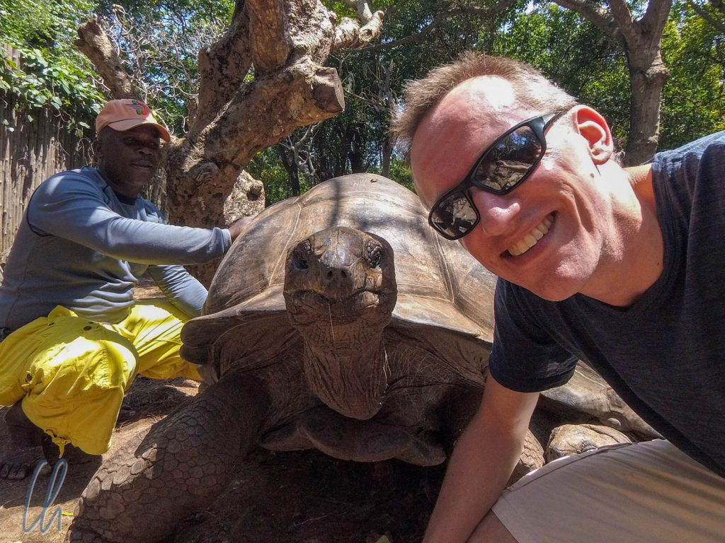 Selfie mit Aldabra-Riesenschildkröte
